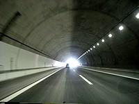 新名神のトンネル内